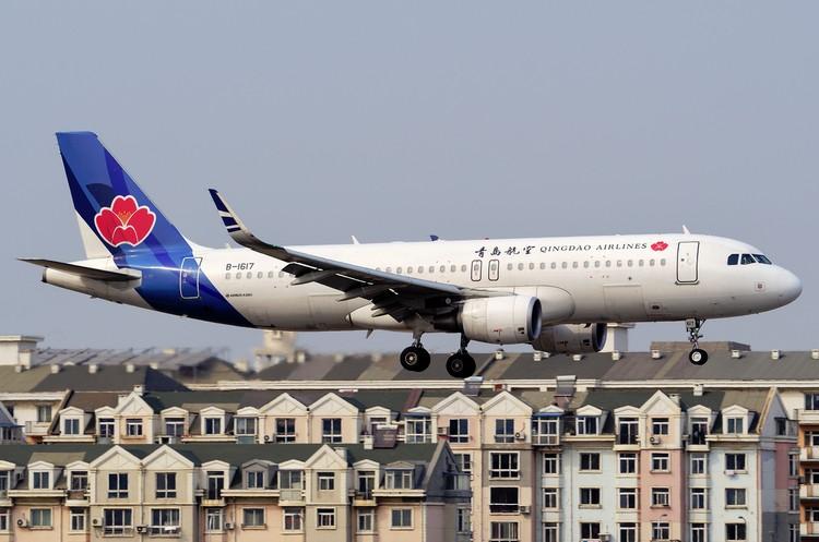 Qingdao Airlines самолет